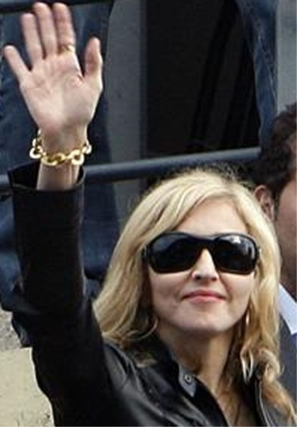 Madonna saying 'hello' (2009)