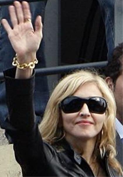 Madonna saying 'hello' (2009)